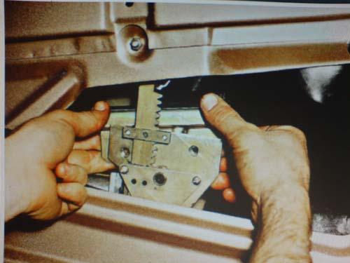 Фото №14 - замена тросика стеклоподъемника ВАЗ 2110